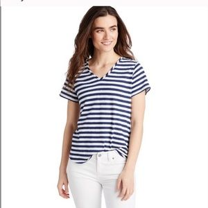 Vineyard Vines navy and white striped line…